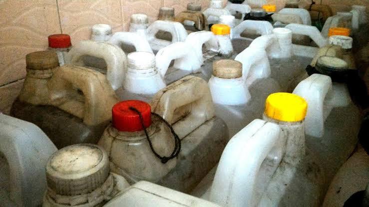 Timbunan ratusan liter minyak tanah