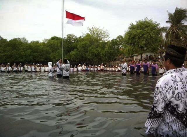Upacara-Bendera-di-laut