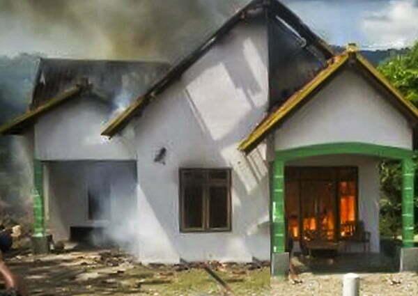 Pembakaran rumah warga terduga pencuri ternak