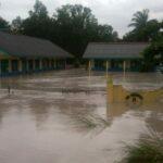 ilustrasi banjir di sekolah