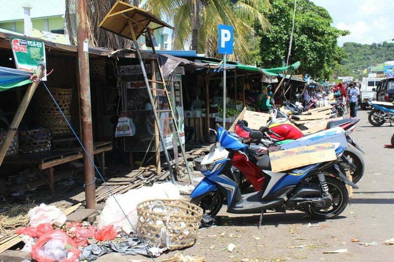 Parkir depan Pasar Seketeng