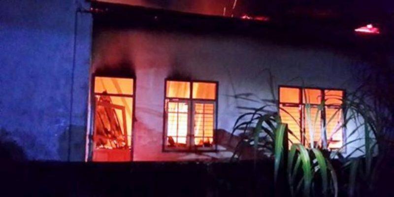 Kantor Desa Bale Brang Terbakar