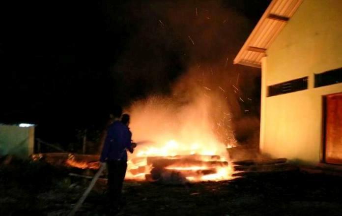 kayu-sitaan-terbakar