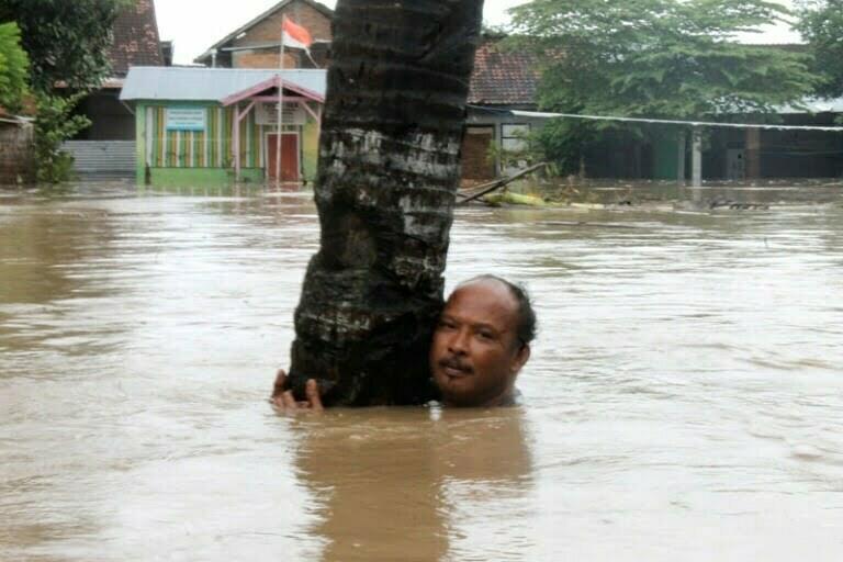 banjir bandang sumbawa rendam rumah warga