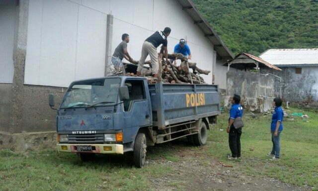 barang bukti kayu hasil ilegal loging