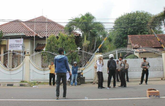 Aksi Desak AMNT Bangun Smellter Di Sumbawa