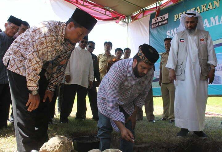 Peletakan Batu Pertama SMPIT SC Oleh Syekh Abdullah Al Azmi dan Syehk Abdullah Al Ajni,