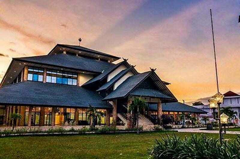 Depan Masjid Jami Sumbawa