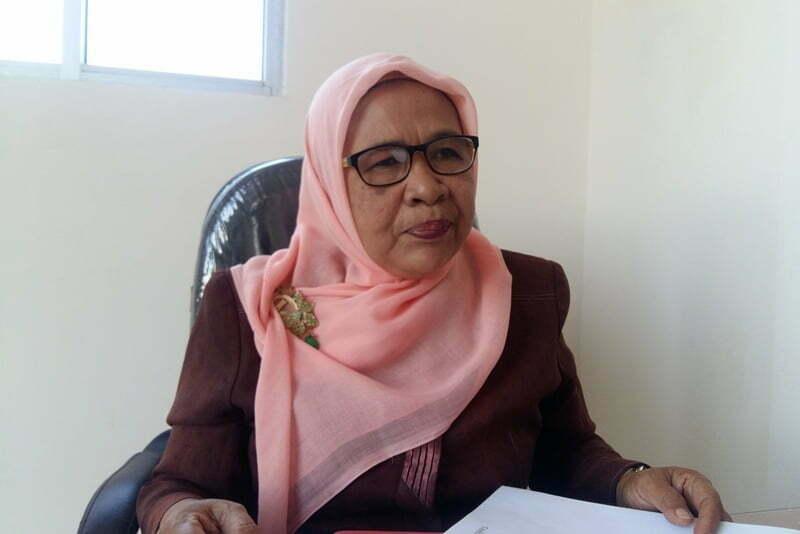 Kepala Seksi Pelayanan Perpustakaan Dra. Isdiati.