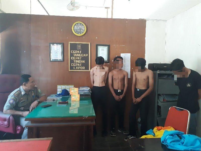 Empat orang pelajar diamankan oleh petugas dari SatPol PP