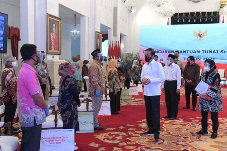 Jokowi luncurkan bansos 2021
