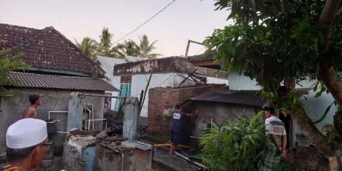 rumah terbakar di Lombok Tengah